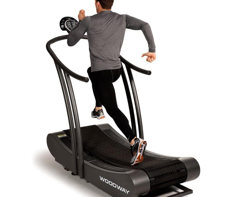 Běh submaximální intenzitou a energetický výdej na nemotorizovaném běžeckém pásu